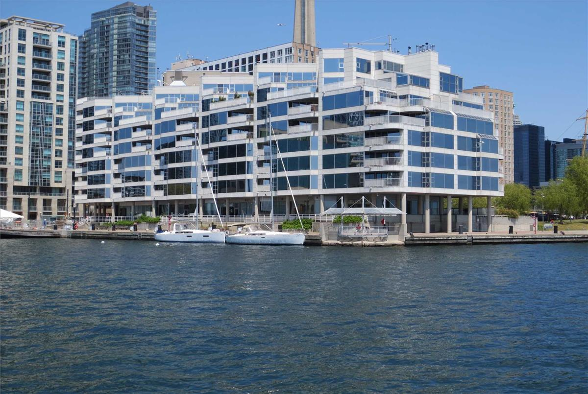 401 Queens Quay W Toronto RE/MAX Hallmark Group of Companies