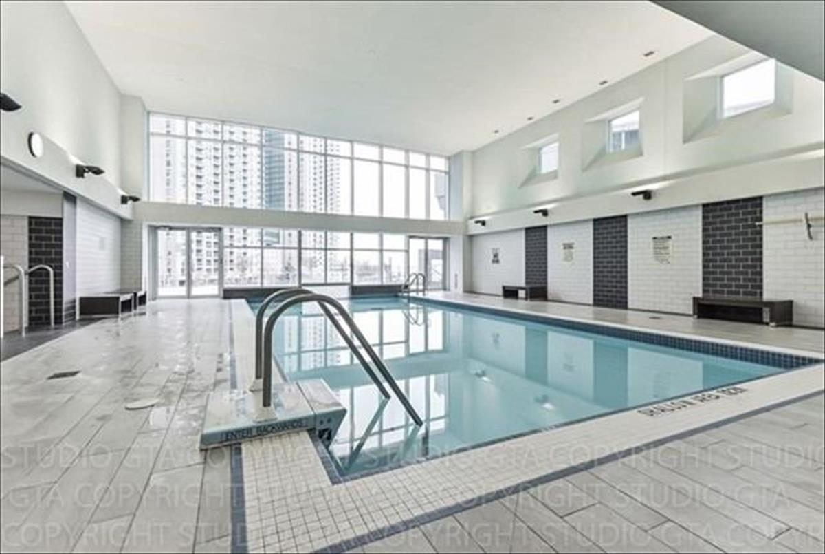 208 Queens Quay W Toronto RE/MAX Hallmark Group of Companies