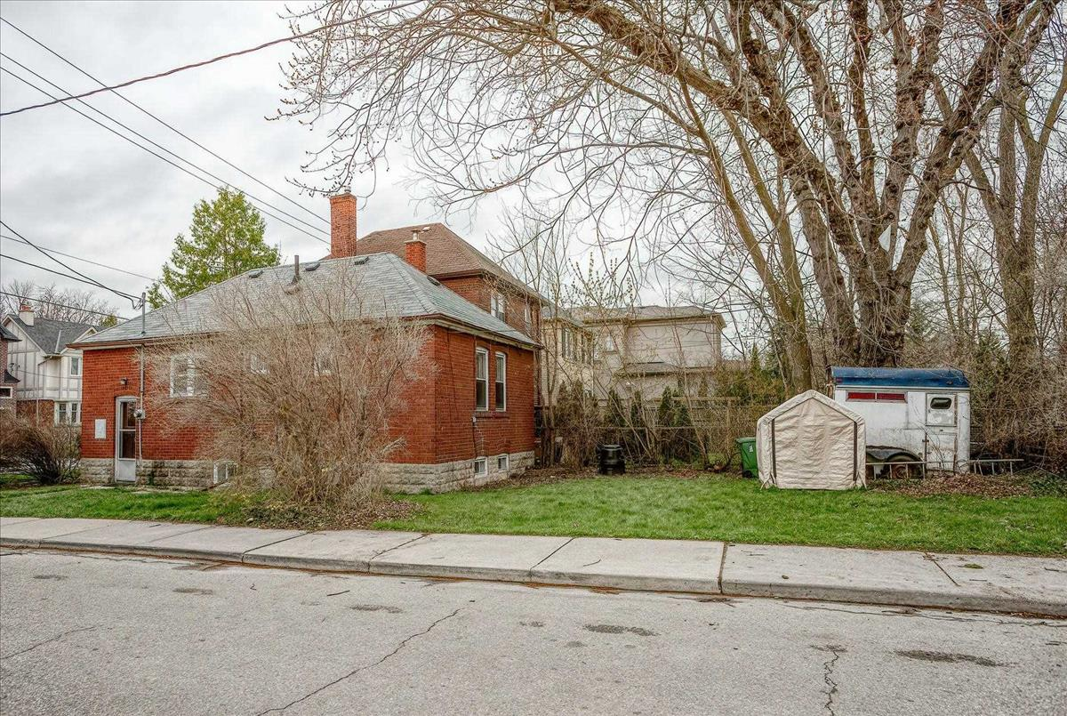 34 Gloucester Grve Toronto RE/MAX Hallmark Group of Companies