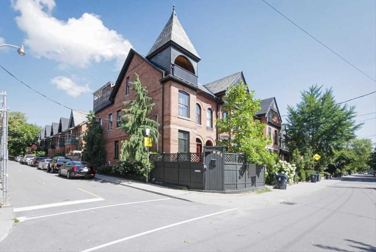 326 Wellesley St E Toronto RE/MAX Hallmark Group of Companies