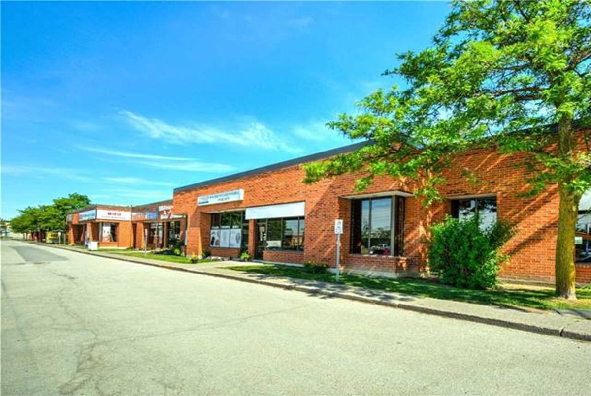 1735 Bayly St Pickering RE/MAX Hallmark Group of Companies