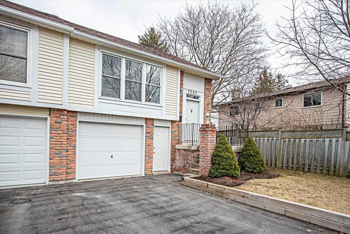 1261 Northbrook St Oshawa RE/MAX Hallmark Group of Companies