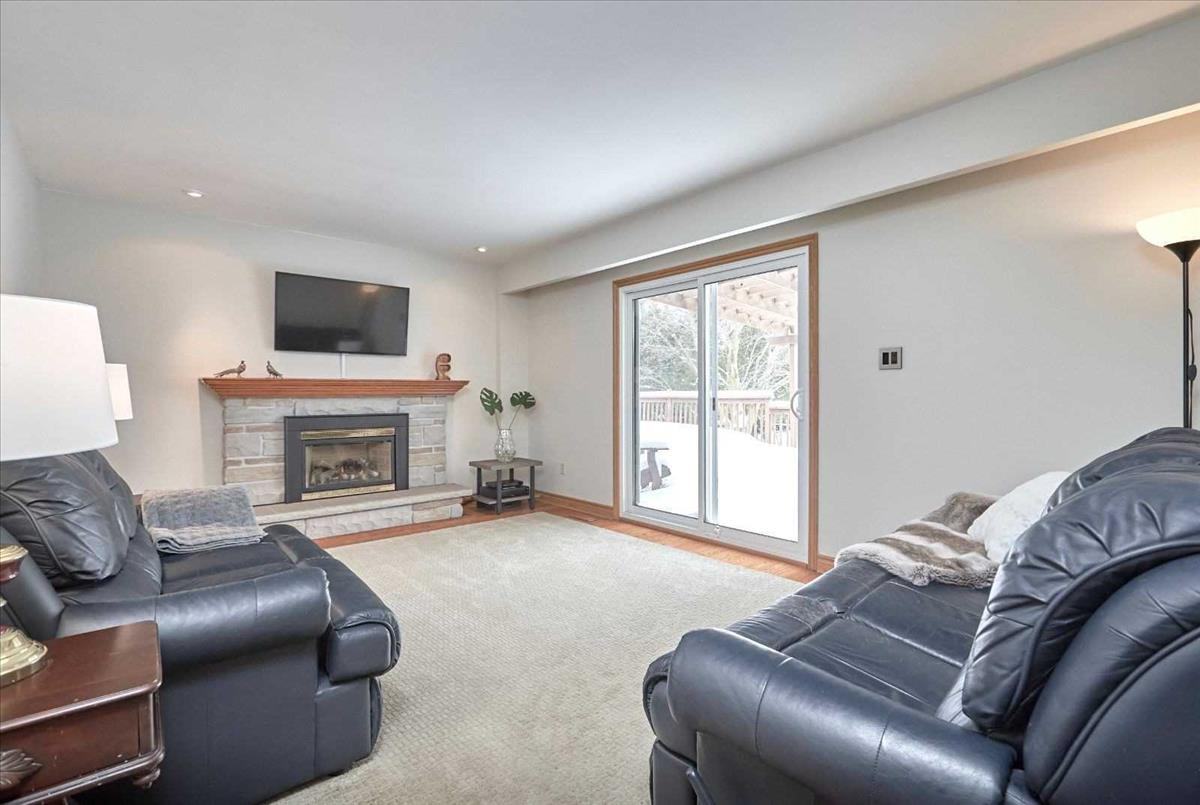 2096 Innisfil Heights Cres Innisfil RE/MAX Hallmark Group of Companies